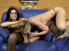 Pussy Licking Lesbian MILFS